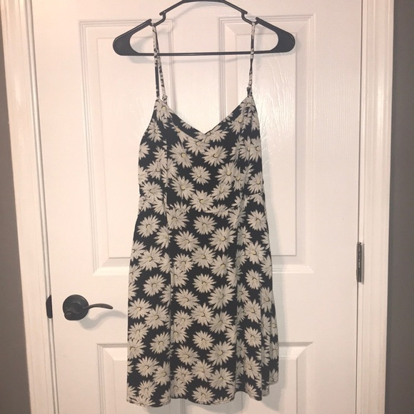 SO Dresses & Skirts - Daisy print fit and flare dress